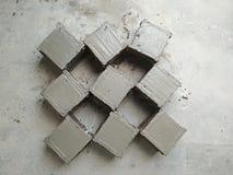 Cube en mortier de ciment photographie stock libre de droits