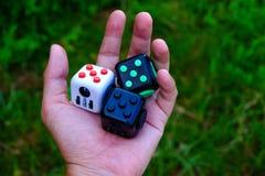 Cube en personne remuante Image stock
