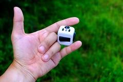 Cube en personne remuante Photo stock