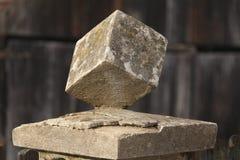 Cube en pierre monté Photos libres de droits