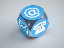 Cube en turquoise avec des signes pour le téléphone et la lettre d'email Photos stock