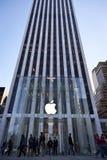 Cube en verre en mémoire d'Apple à New York City Photo stock