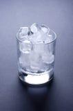 cube la glace en verre Photo stock