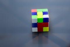 Cube non résolu en rubics Photographie stock libre de droits