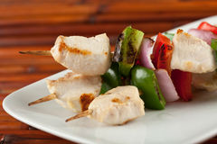Cubed chicken kabobs plate closeup Royalty Free Stock Photography