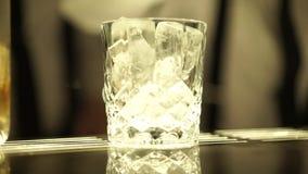 cubes стеклянный льдед акции видеоматериалы