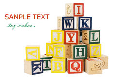 Cubes avec des lettres d'isolement images stock
