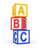 Cubes colorés en ABC sur le blanc. Images stock