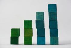 Cubes colorés sur le fond blanc Photo stock