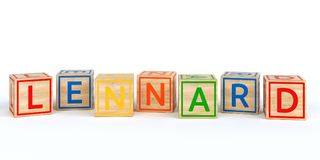 Cubes en bois d'isolement en jouet avec des lettres avec le lennard de nom Images stock