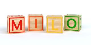 Cubes en bois d'isolement en jouet avec des lettres avec le milo de nom Images stock