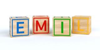 Cubes en bois d'isolement en jouet avec des lettres avec le nom Emil Photographie stock