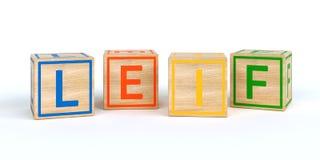 Cubes en bois d'isolement en jouet avec des lettres avec le nom Leif Image libre de droits