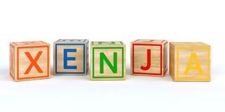 Cubes en bois d'isolement en jouet avec des lettres avec le nom Louis Image stock