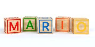 Cubes en bois d'isolement en jouet avec des lettres avec le nom Mario Photographie stock libre de droits