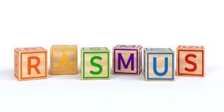 Cubes en bois d'isolement en jouet avec des lettres avec le rasmus de nom Photos libres de droits