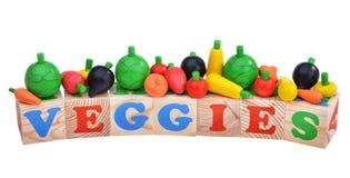 Cubes en bois en jouet avec des lettres Concept de Veggies Image libre de droits
