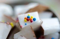 Cubes en noix de coco dans une cuvette Images libres de droits