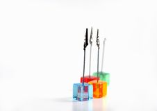 Cubes en plastique avec des clips Photographie stock
