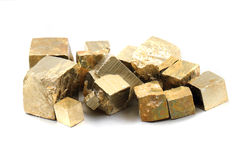 Cubes en pyrite d'isolement Image stock