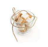 Cubes en sucre dans le bol en verre Photographie stock libre de droits