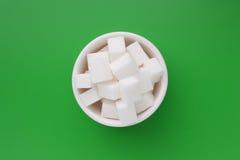 Cubes en sucre dans une cuvette Photographie stock