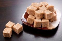 Cubes en sucre de Brown Photographie stock libre de droits