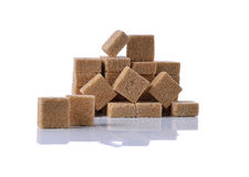 Cubes en sucre de canne de Brown photographie stock