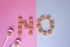 Cubes en sucre disposé comme mot AUCUN Vue supérieure Concept doux unhealty de diabet de dépendance de régime Photo stock