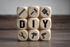 Cubes et matrices avec le faire vous-même DIY image stock