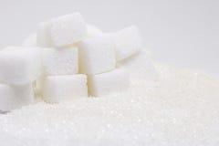 Cubes purs en sucre raffiné et en sucre Ingrédient de nourriture doux, le d image stock