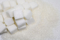 Cubes purs en sucre raffiné et en sucre Ingrédient de nourriture doux, le d image libre de droits