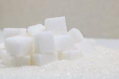Cubes purs en sucre raffiné et en sucre Ingrédient de nourriture doux, le d images libres de droits
