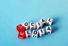Cubes sociaux en media Photographie stock