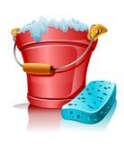 Cubeta com a esponja da espuma e do banho Fotografia de Stock Royalty Free