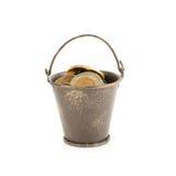Cubeta completamente das moedas Imagem de Stock