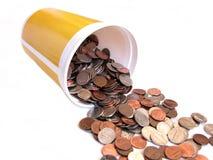 Cubeta completamente das moedas Fotografia de Stock Royalty Free