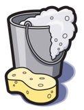 Cubeta da água e da esponja Imagens de Stock Royalty Free