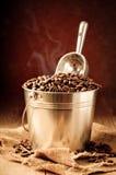 Cubeta de feijões de café Foto de Stock Royalty Free