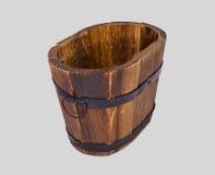 Cubeta de madeira com encaixe do ferro Fotografia de Stock Royalty Free