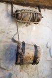Cubeta de madeira de um poço Foto de Stock Royalty Free
