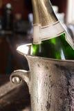 Cubeta de prata do champanhe Imagens de Stock
