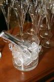 Cubeta de vidro com gelo Imagens de Stock Royalty Free