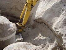 Cubeta do escavador em um furo Imagem de Stock