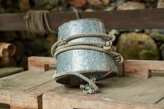 Cubeta do metal para um poço fotos de stock royalty free