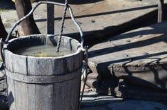 A cubeta e as ferramentas de madeira do ferreiros compram Foto de Stock Royalty Free