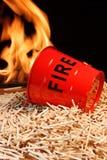 Cubeta, fósforos e chamas de fogo Fotografia de Stock