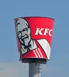 Cubeta gigante de Kentucky Fried Chicken imagens de stock royalty free