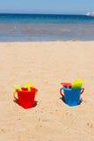 Cubetas na praia Imagens de Stock