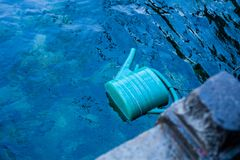 Cubetas plásticas na água foto de stock royalty free